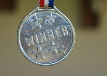 tlumaczenia holenderskiego na medal